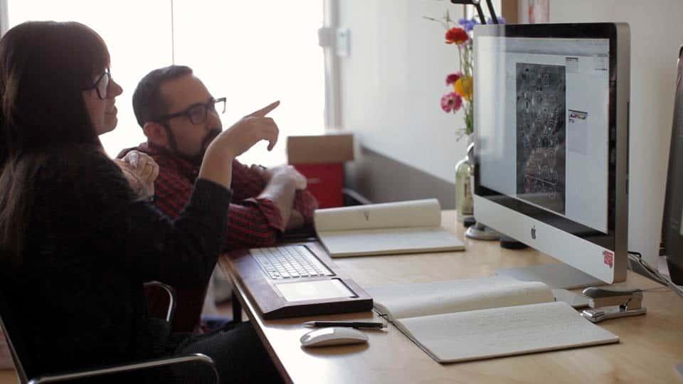 آموزش جرقه خلاق: عنوان مورد ، صنعتگران تایپوگرافی