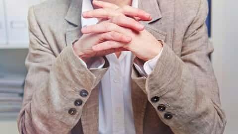 آموزش زبان بدن: هنگامی که صحبت می کنید با اعتماد به نفس و متانت ظاهر می شوید